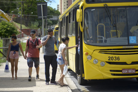Nove linhas de ônibus terão horário normal nesta quarta-feira (20)
