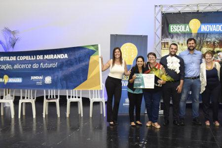 Luiz Fernando, Vasti, Martinelli e outros convidados posam para foto