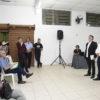 Vereador Albino, Adilson Rosa e Sinésio ouvem queixa de cidadão sobre pavimentação de rua do bairro