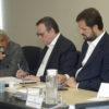 Morador José Ferreira, José Antônio Parimoschi e o prefeito Luiz Fernando