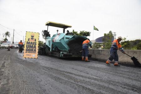 Melhora do asfalto da Ozanam está sendo feita em fases, aproveitando a menor quantidade de carros trafegando pela via nesta época