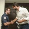 Inspetor Dênis recebeu insígnia das mãos do prefeito Luiz Fernando