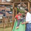 Luiz Fernando Machado conversa com garotinho que vive no São Camilo