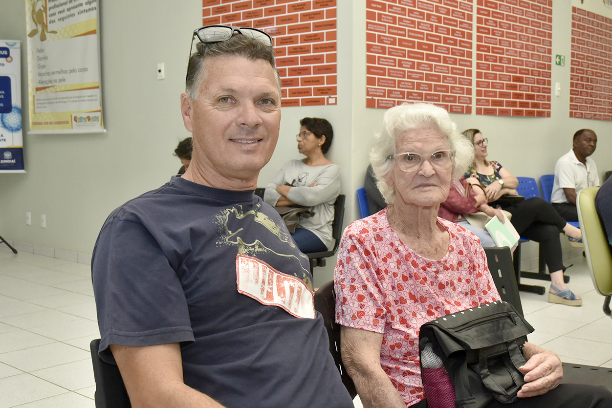 João Américo levou a mãe Emilia ao Grendacc neste sábado para que ela passasse por exame