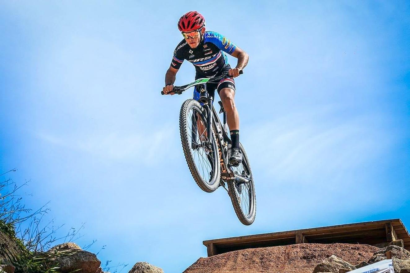 Vicente Zippinotti, do TIME Jundiaí de Ciclismo, foi vice-campeão da categoria Júnior Pro do GP Ravelli Xtreme de Mountain Bike em Jacutinga