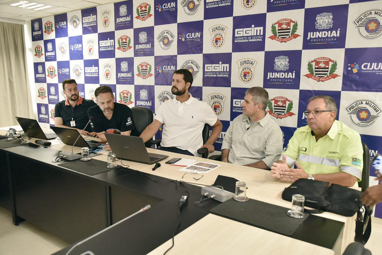 Prefeito Luiz Fernando Machado acompanhou de perto o monitoramento feito no CICCJ
