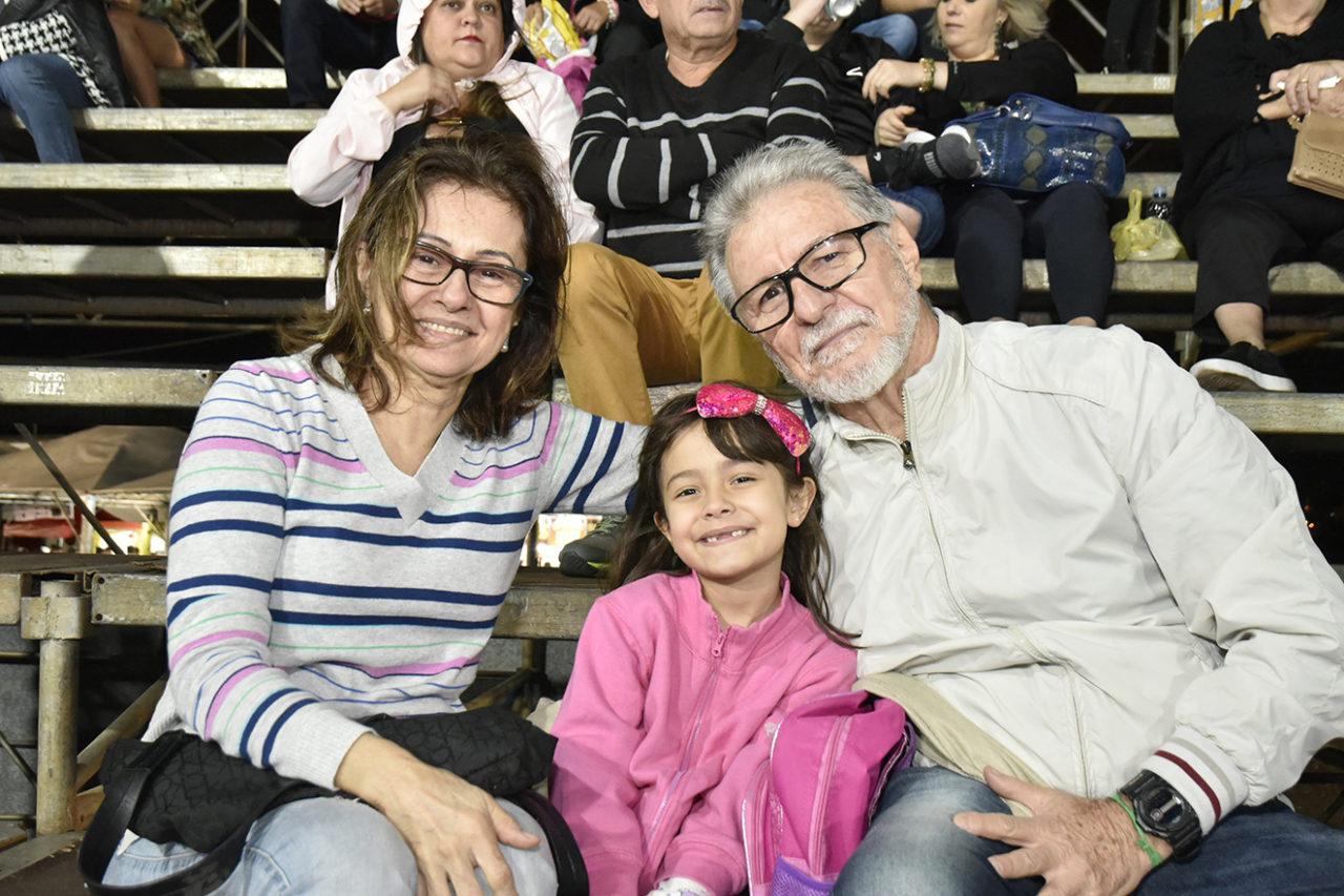 Sandra, Gabriela e Luiz Zotin enfrentaram o vento frio, mas foram se divertir no Espaço Multiuso da Cidade Administrativa