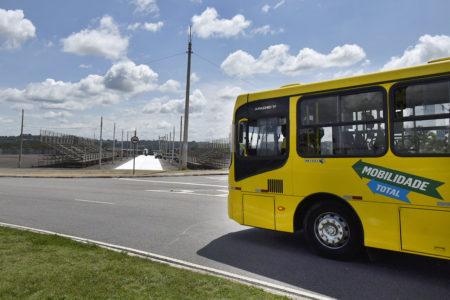Foliões que assistirão aos desfiles das escolas de samba têm à disposição 15 linhas que param ou passam pelo Terminal Hortolândia