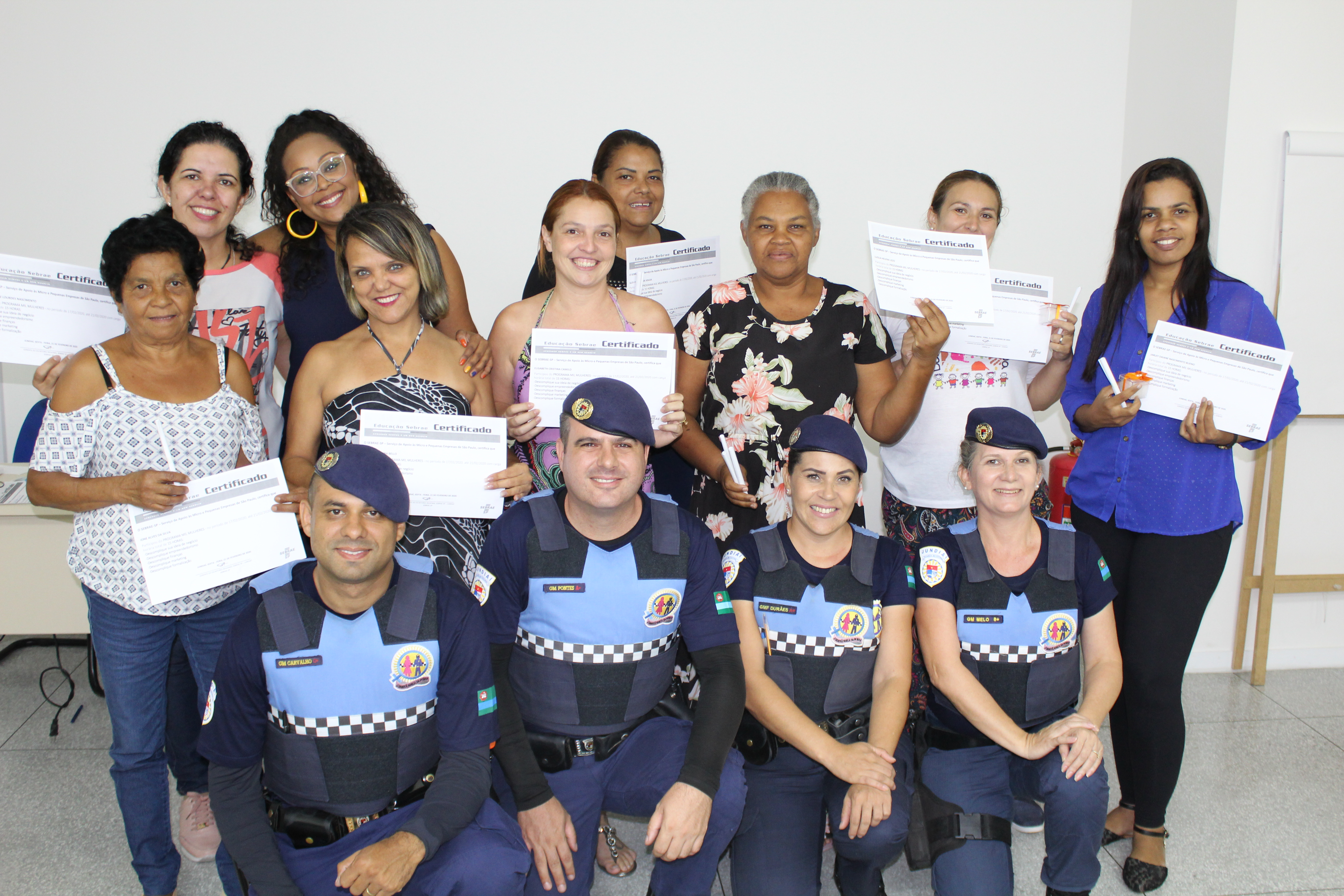 Inscritas na primeira turma do programa Mil Mulheres receberam certificados