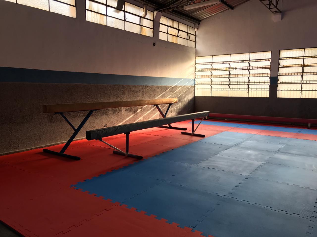 Atletas da ginástica que frequentam o Dal Santo ganharam sala reformada e equipada