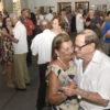 Casais de idosos em salão de baile enquanto dançam
