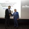 Prefeito Luiz Fernando Machado cumprimenta Nelson de Souza, do Desenvolve SP