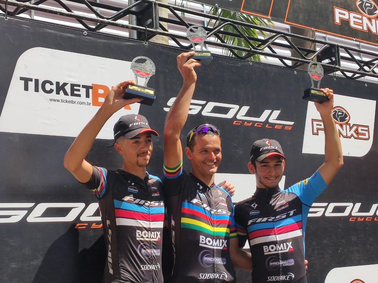 Lucas, Carlos Henrique e Vicente comemoram bons resultados do TIME Jundiaí