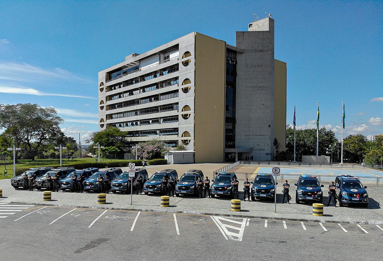 Viaturas novas da GM foram perfiladas em frente ao Paço Municipal