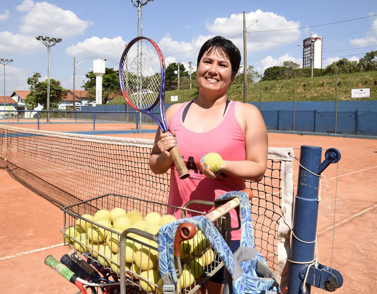 Mariana Harano pratica tênis, atletismo e outros três esportes