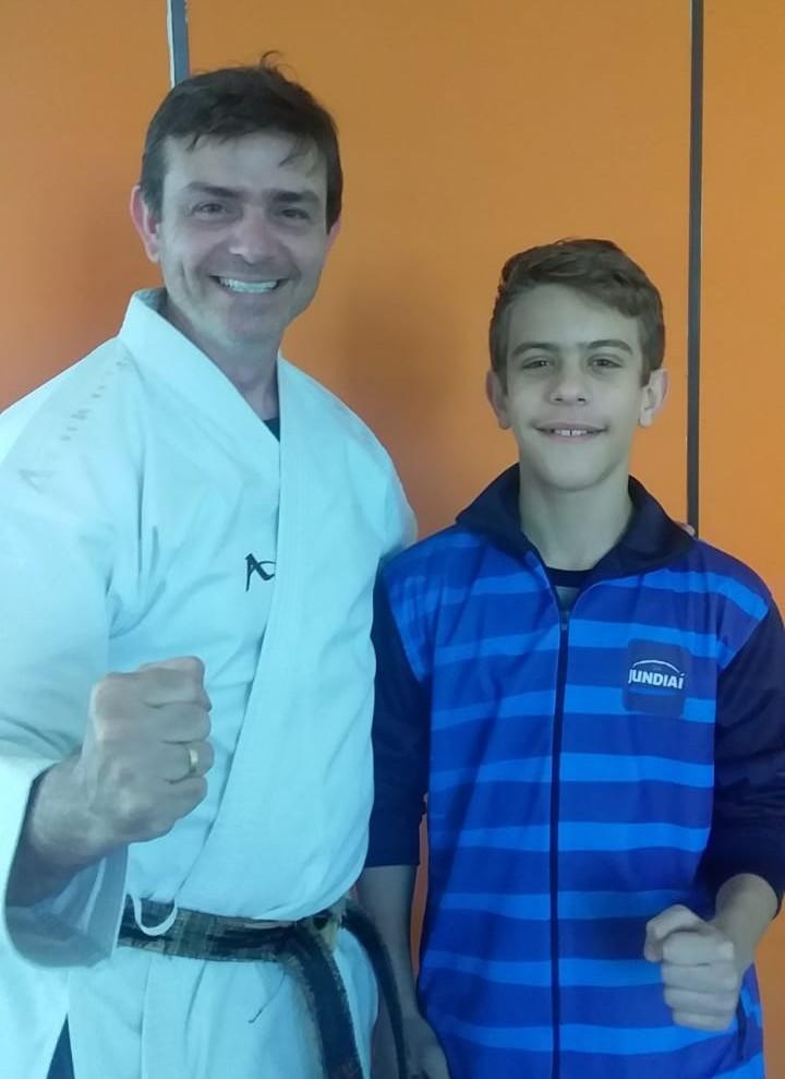 Tom treina o jovem talentoso Pedro Henrique no TIME Jundiaí de Caratê
