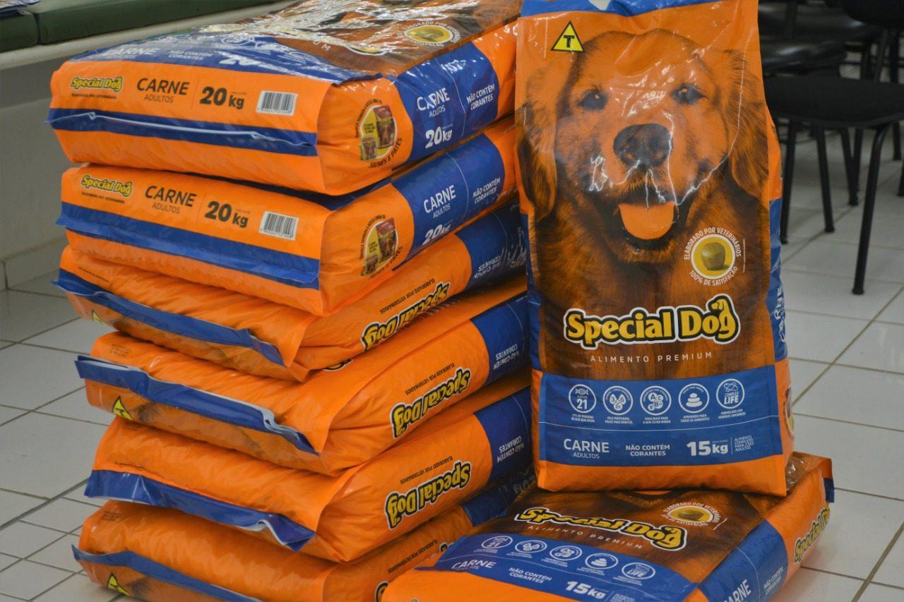 DEBEA recebeu doação de 150 kg de ração para cães de pessoas em vulnerabilidade social