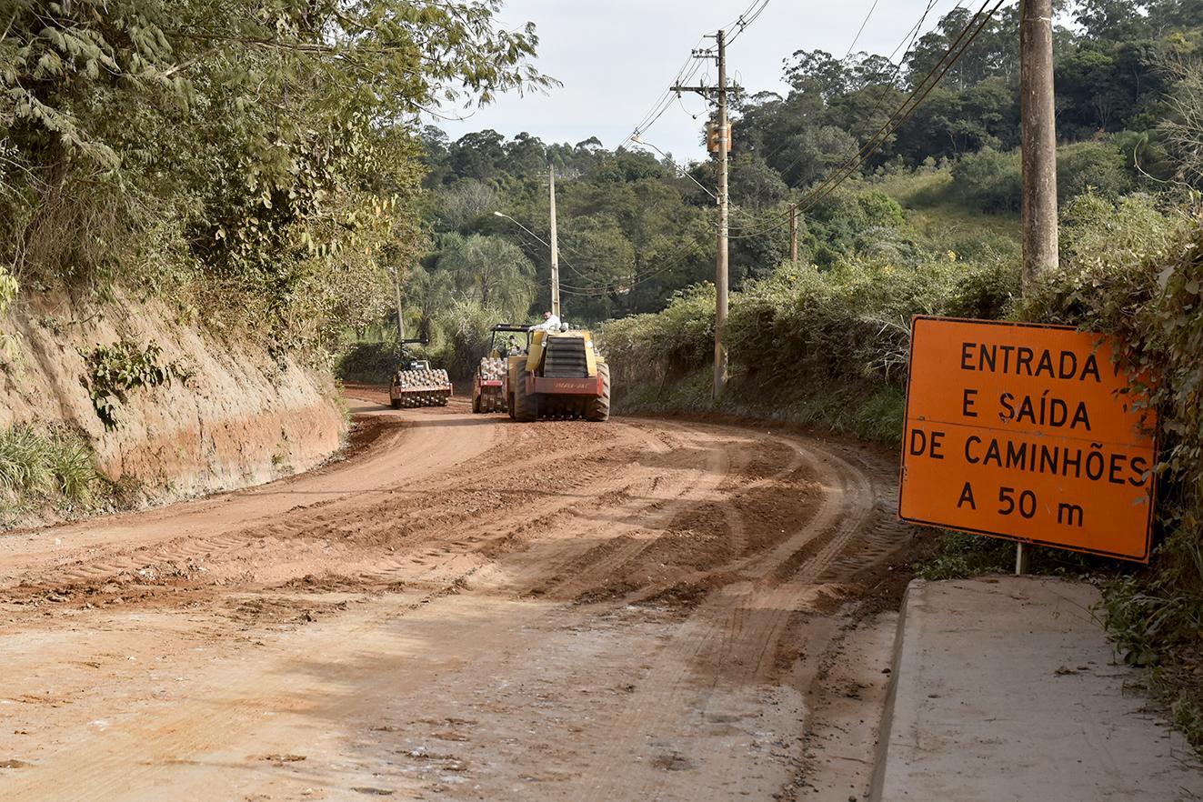 Av. Geraldo Azzoni está sendo asfaltada pela prefeitura, por meio do programa Mais Asfalto