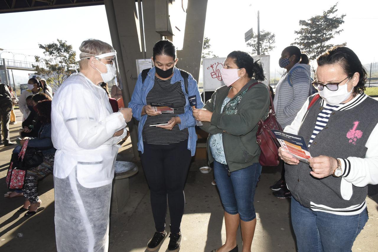 No Terminal Hortolândia, público recebeu máscara de pano e folheto explicativo sobre o Novo Coronavírus