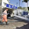 Interior e calçada do Hospital São Vicente foram desinfectados na manhã desta quinta-feira (13)
