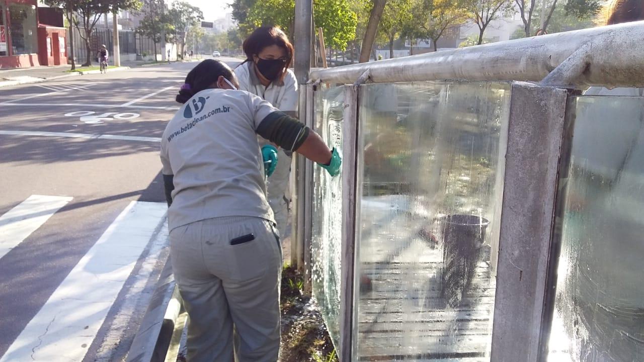 Limpeza dos vidros da Av. 9 de Julho foi feita neste domingo (9)