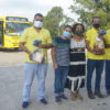 Moradora do Vivendas, Orlanda presenteou 3 motoristas com cestas de Natal
