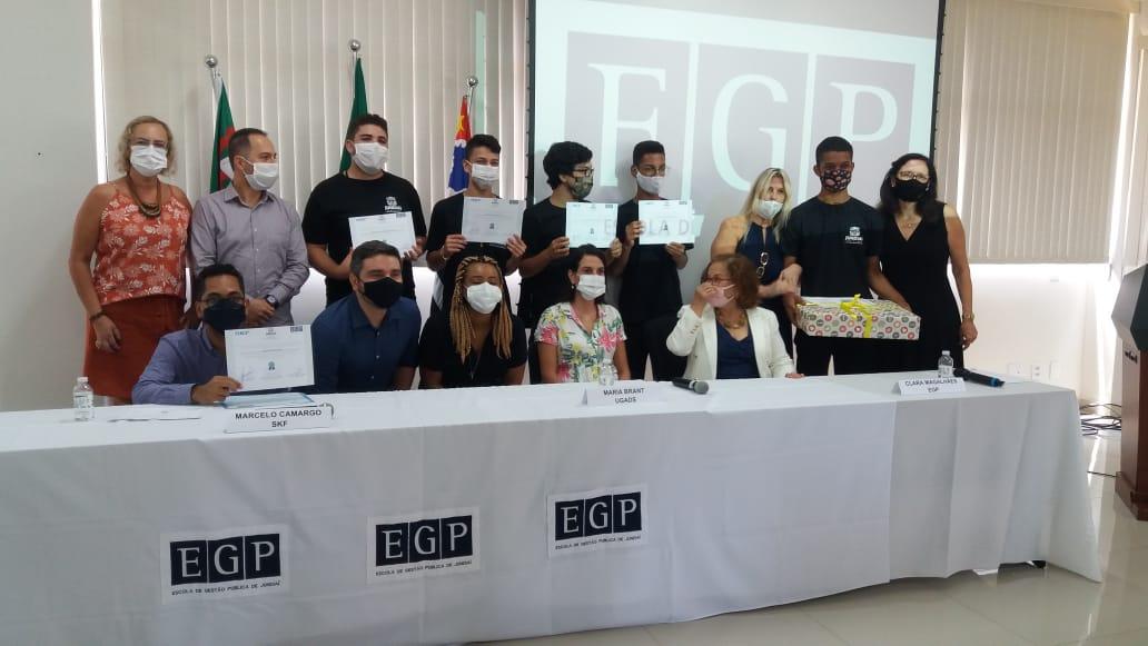 Nove adolescentes de Jundiaí em vulnerabilidade social se formaram no curso da SKF neste sábado