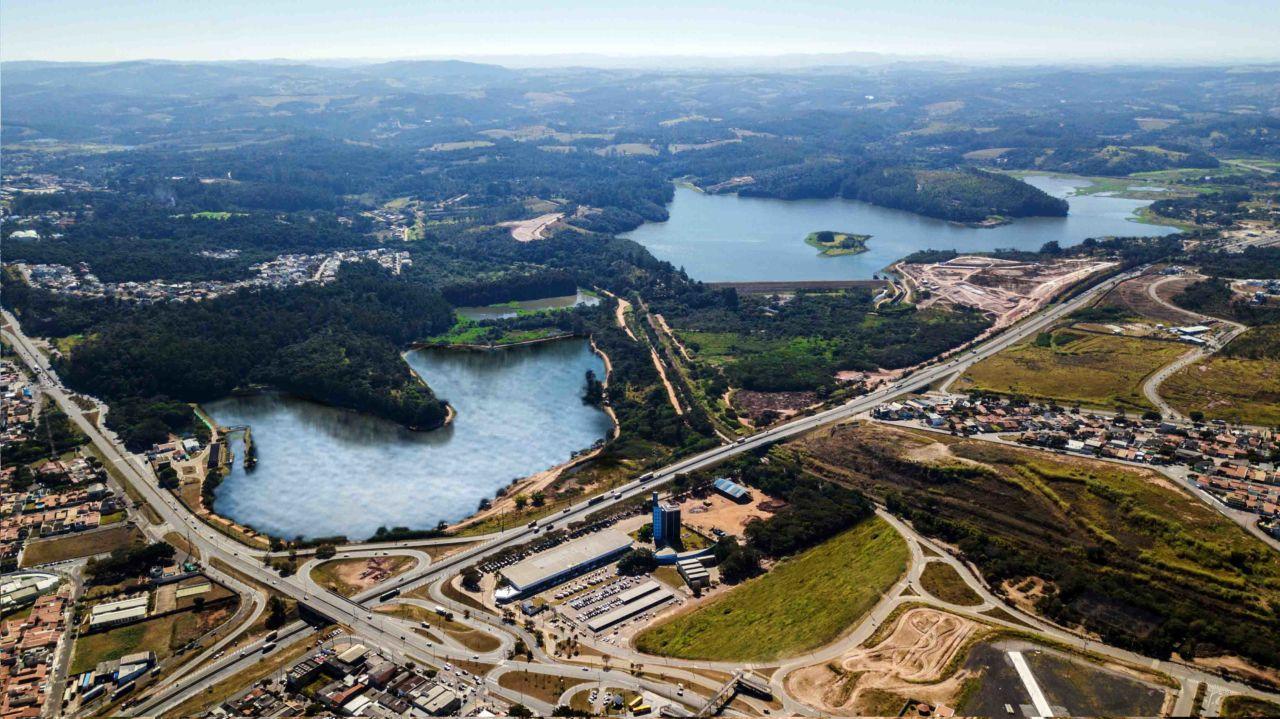 Imagem aérea da represa de acumulação de Jundiaí
