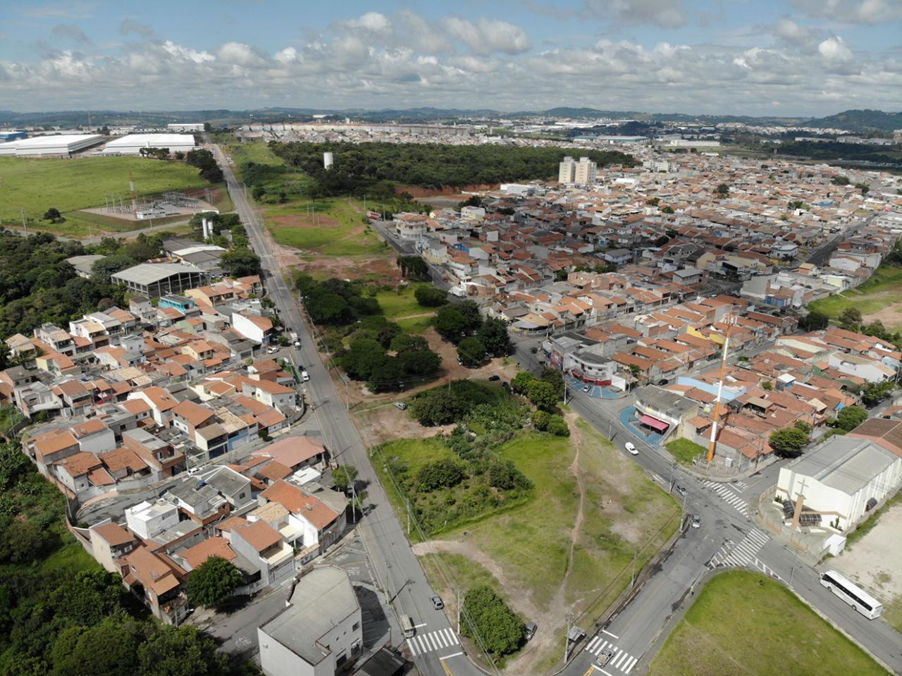 Imagem aérea do Jardim Novo Horizonte mostra ruas, casas e espaços verdes