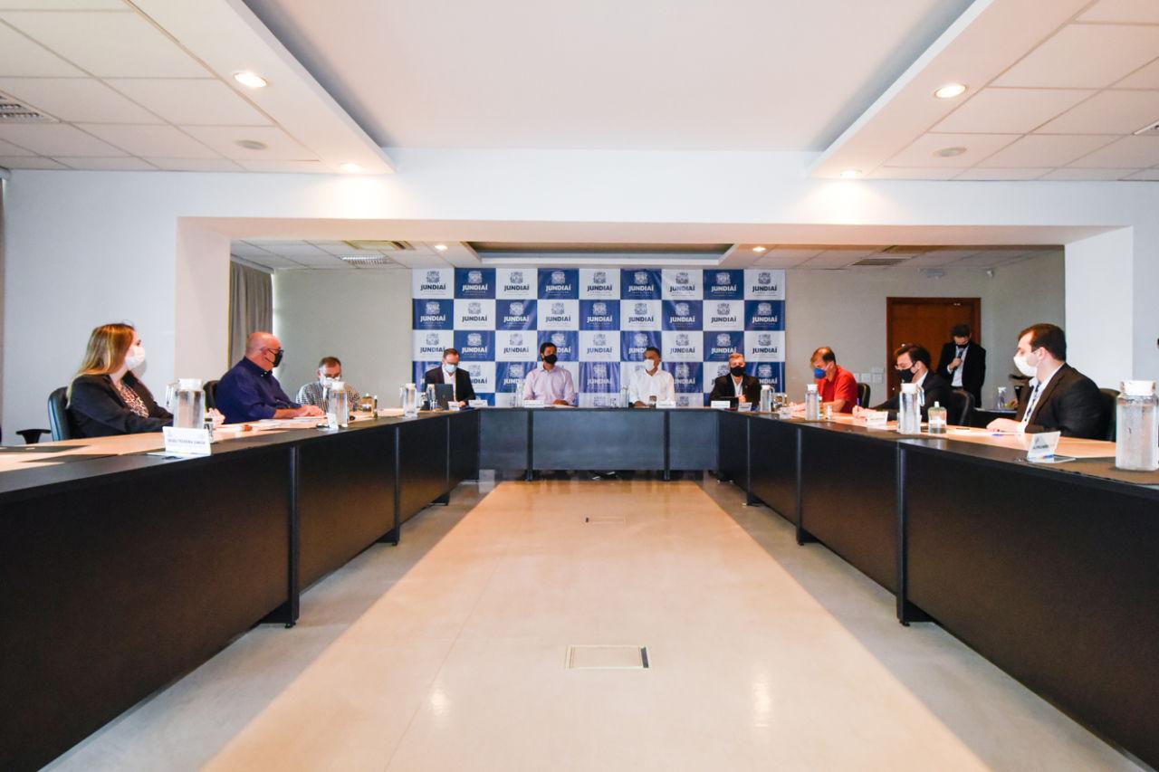 Sala de Situação, no Paço Municipal, recebe autoridades e representantes da prefeitura e do Sebrae