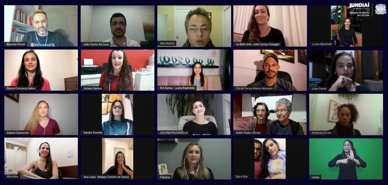 Mosaico de 20 telas de pessoas participando de viedoconferência