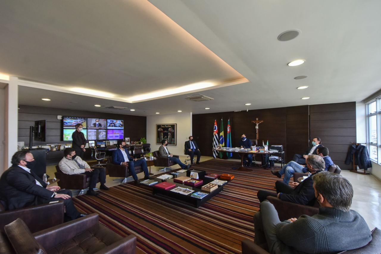 Reunião no gabinete do prefeito Luiz Fernando Machado