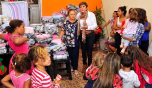 DESTAQUEFundo Social entrega agasalhos e cobertores novos1