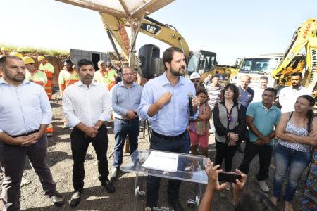 Prefeito Luiz Fernando assinou nesta segunda a ordem de serviço para o começo das obras da Rua 8